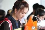 北京电影学院开学首日 靓丽美女报到吸引眼球